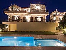 Louloudakis Villa 2 con parking y piscina