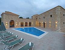Villa Aria sütővel és káddal