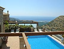 Crhysanthi mit Feuerstelle und Pool