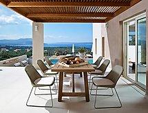 Villa Armi con il bicchiere und convista sul mare