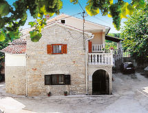 Pićan - Holiday House Haus Katarina (IPC140)