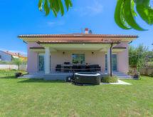 Pula - Vacation House Bokan