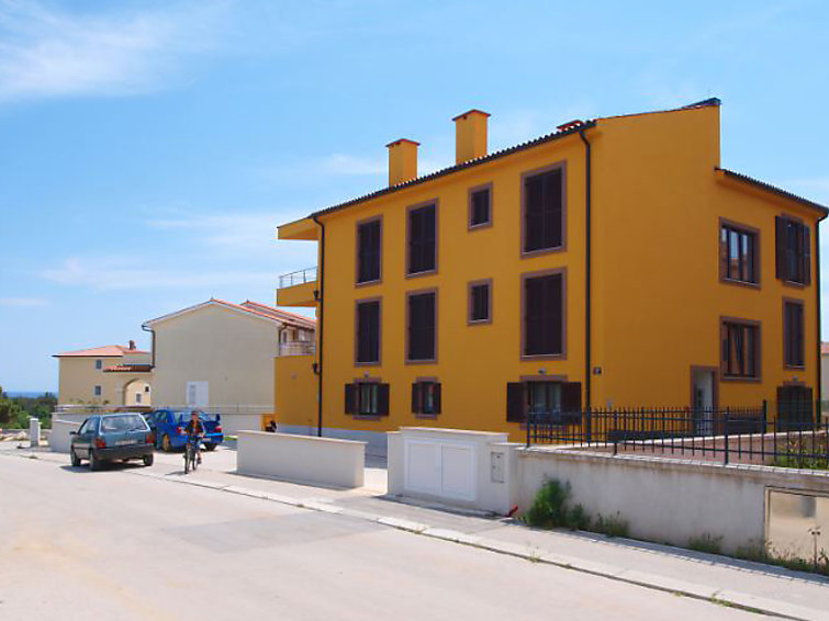 Holiday Apartment Suncokret with bath and parking
