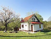 čka hiša mikrohullámú sütővel és szánkó