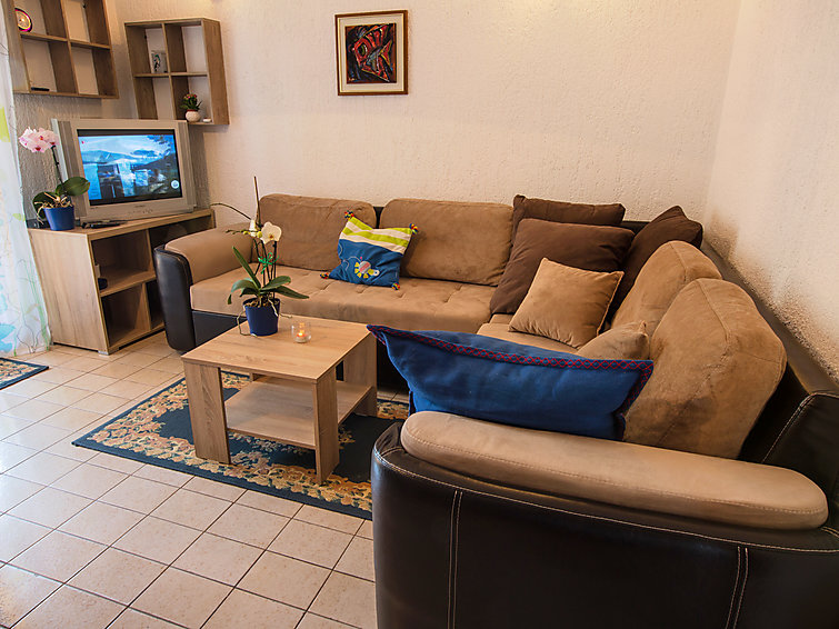 Holiday Apartment Ivana with garden and for sailing