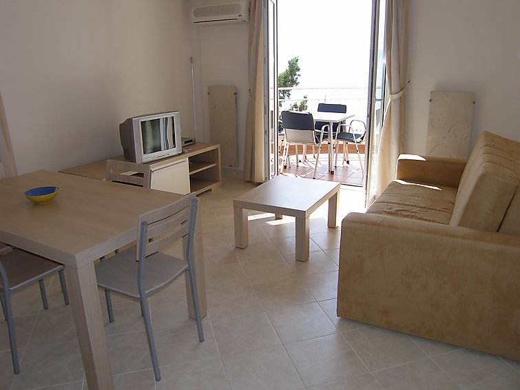 Holiday Apartment Vila Maslina with tv and pet permission