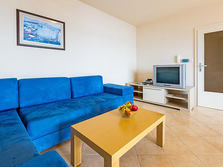 Holiday Apartment Vila Maslina for mountain hiking and with washingmachine