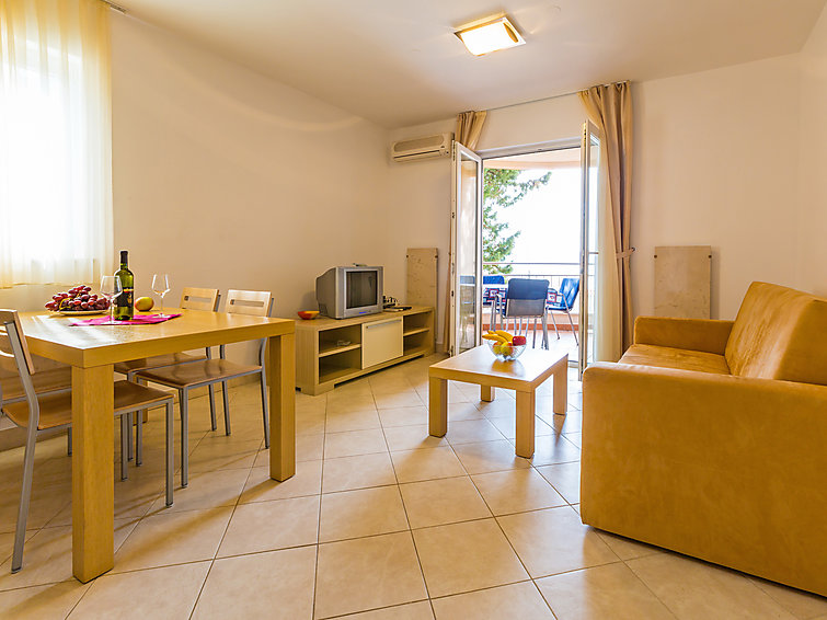 Holiday Apartment Vila Maslina with oven and for mountain biking