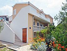 Pirovac - Apartment Ana