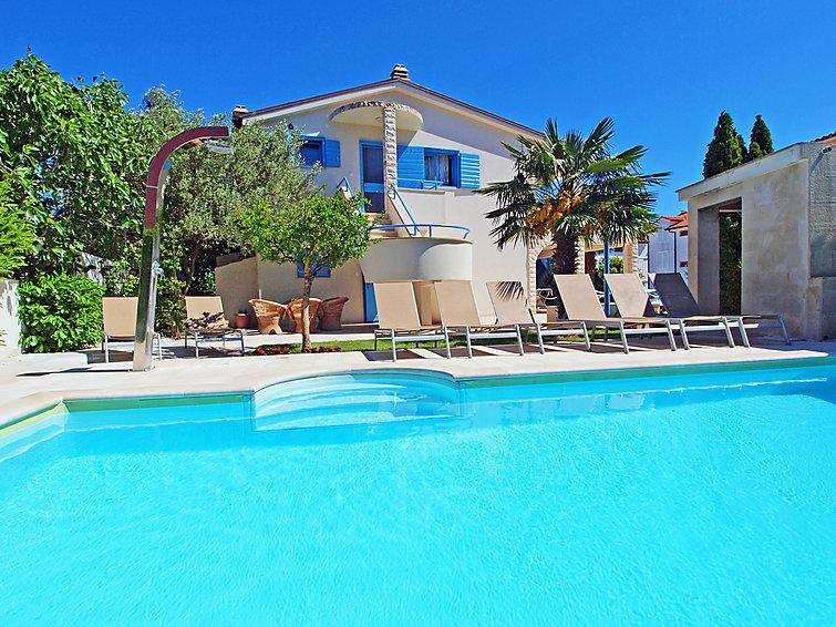 Ferielejlighed Villa Pina med pool og hegn