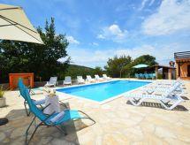 Bilice mit Pool und Terrasse