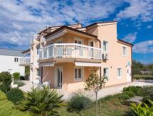Trogir/Okrug Gornji - Apartment Villa Nikaroni