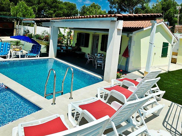 Casa de vacaciones Villa Charming con piscina y para practicar surf