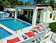Villa Charming mit Pool und zum Surfen