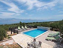 House Ranjak med terrasse og surfing steder
