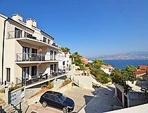 Lozna Residence parkolóval és kilátással a tengerre