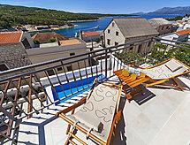 Villa Kalista con recinzioni und patio