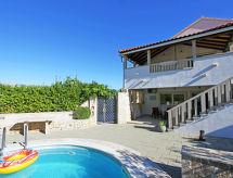 Villa Gemini med bruser og pool