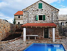 Villa Magdalena mit Terrasse und Fernseher