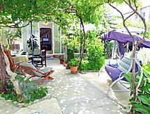 Villa ANiMa-Mia terasszal és vitorlázási lehetőséggel
