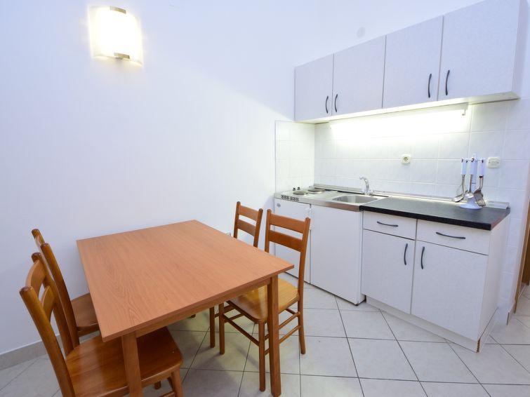 voyage location croatie appartement meridiana orebia. Black Bedroom Furniture Sets. Home Design Ideas