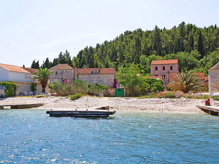 Ferie hjem Dalmatino med bruser og terrasse