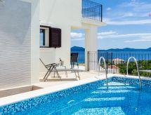 Villa Sofija mit Fernseher und Parkplatz