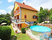 Balaton H1039 con piscina und recinzioni
