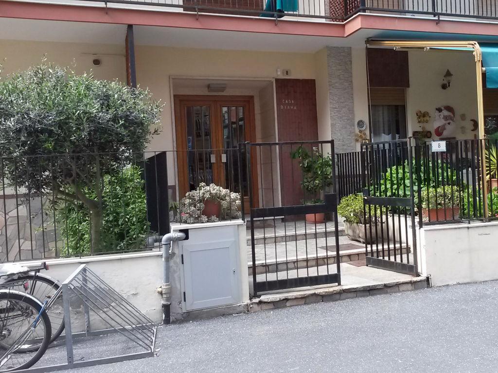ferienwohnung alassio 4 personen italien ligurien 320939. Black Bedroom Furniture Sets. Home Design Ideas