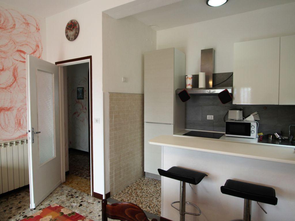 ferienhaus castelveccana 8 personen italien lombardei 246435. Black Bedroom Furniture Sets. Home Design Ideas