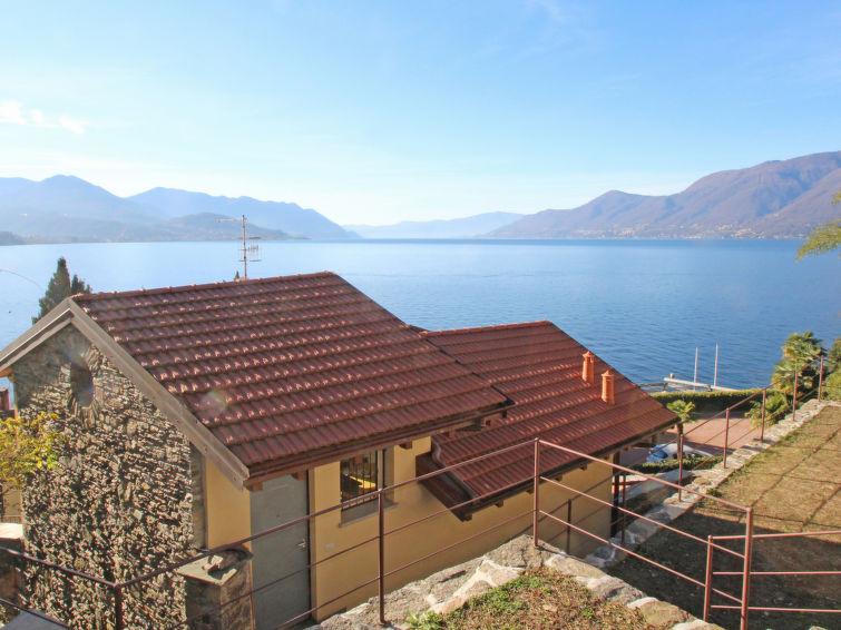 Casa Terrazze sul lago a Luino, Italia IT2085.500.1 | Interhome