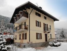 Casa Trabuk med hegn og have