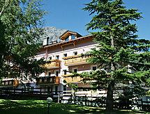 Residence Paola med bruser og have