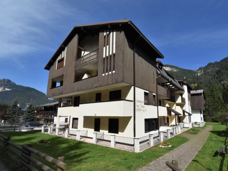 Des Alpes Apartment in Canazei