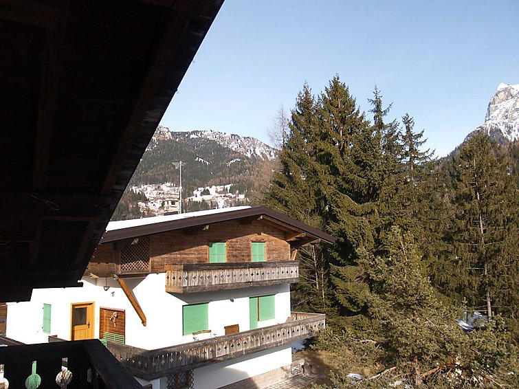 Alleghe accommodation chalets for rent in Alleghe apartments to rent in Alleghe holiday homes to rent in Alleghe