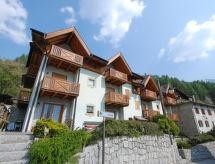 Castello para el senderismo de las llanuras y cercana zona de esquí