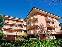 Condominio Primavera con balcón y jardín