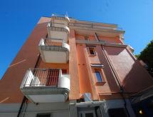 Residence Adriana mit bedachtem Parkplatz und Parking