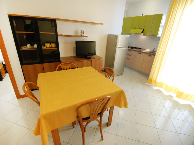 2 rooms apartment Angeli (4p) with balcony and at the sea in Rimini Italy (I-759)