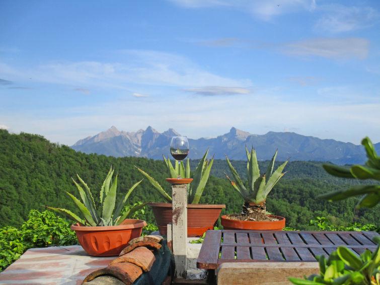 Self catered chalet haus corvarola pontremoli j2ski for 37862 vessing terrace