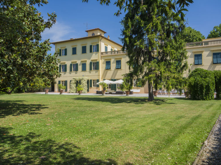 Spacious luxurious villa Ravano for 18 persons nearby the center of Pisa in Italy (I-705)