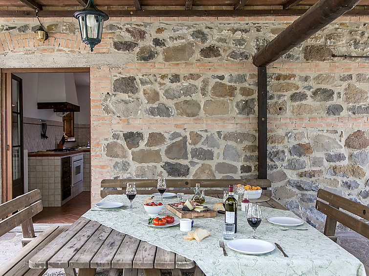 Holiday villa Val d Orcia (11p) with swimming pool, Whirlpool and WiFi in Tuscany, Italy (I-761)