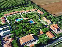 Venturina con piscina und giardino