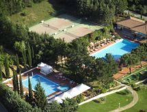 Pelagone Çocuk havuzu ve Park yeri ile