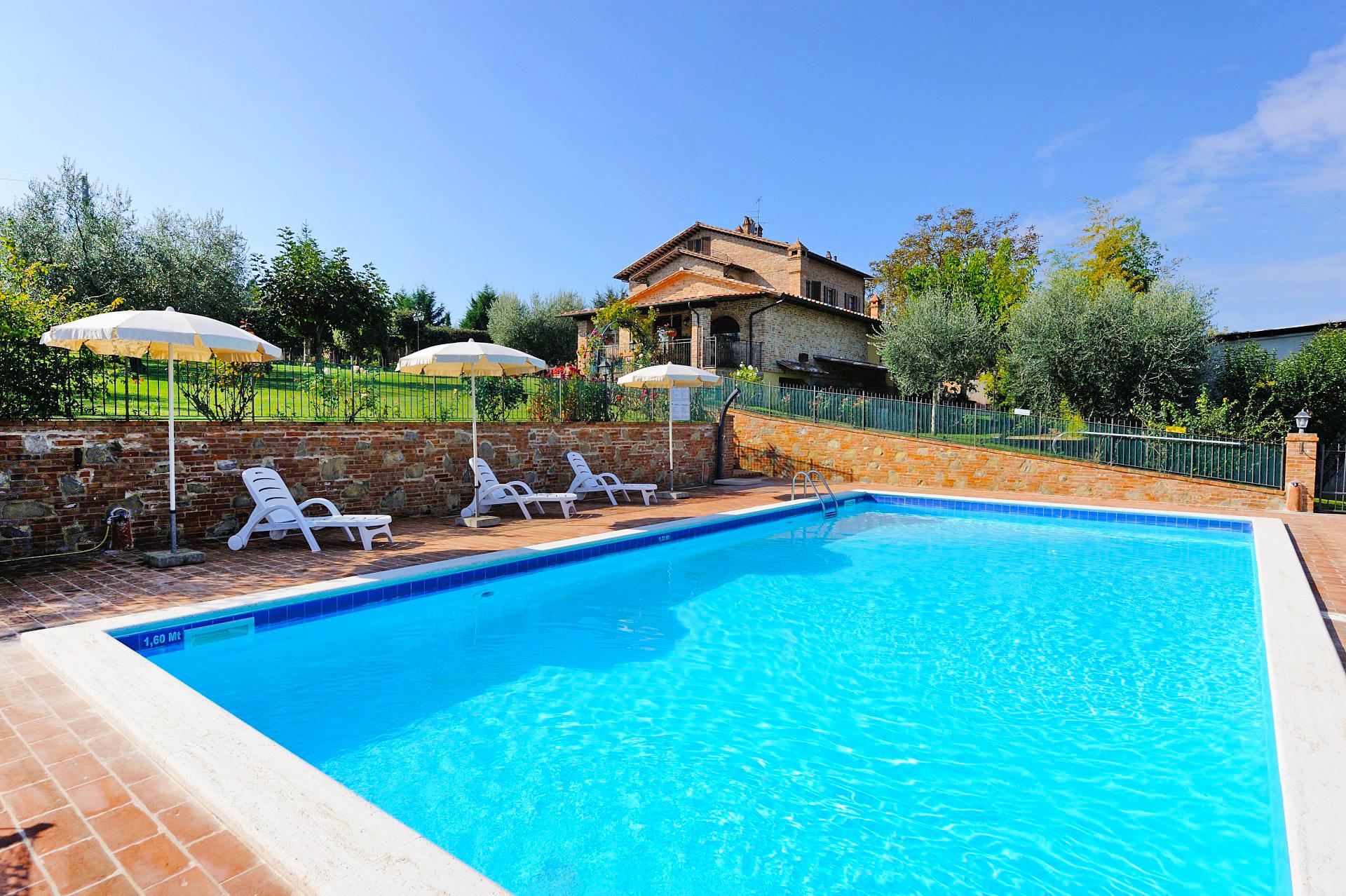 Appartamento noce a castiglione del lago italia it5509 for Appartamento lago milano