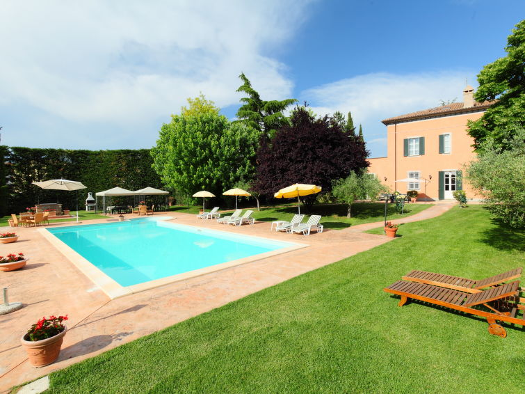 Beautiful holiday villa Paolotti (12p) with private swimmingpool in Umbrie Italy (I-704)
