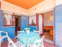 Torvaianica Terrace terasszal és erkéllyel