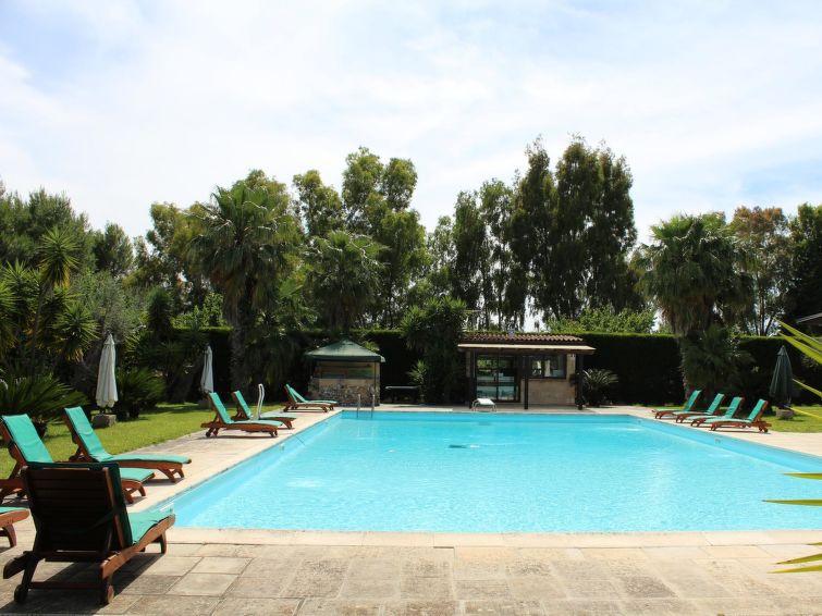 Self Catered Apartment Lise Pool House Ii Taviano J2ski