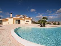 Racale - Vakantiehuis meadow luxury villa