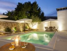Racale - Vakantiehuis Courtyard with pool